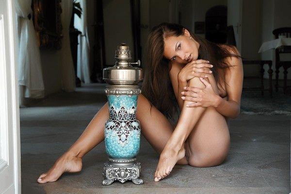 Фото девушки с голыми ногами